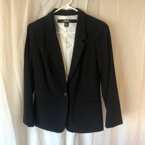 Kensie black blazer is great condition